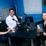 Фото: участники команды Тифлострима в импровизированной студии после одного из первых эфиров