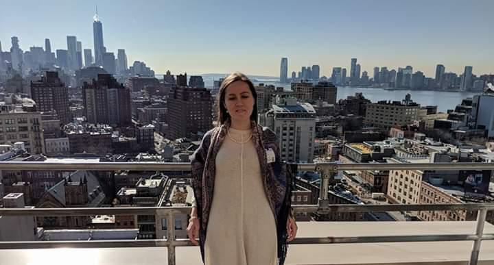 Фото: Нафсет Чениб на фоне панорамы Нью-Йорка