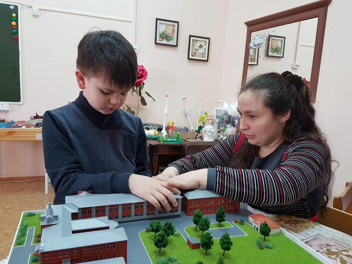 Фото: Анна Мещерякова проводит занятие с Ваней Ершовым